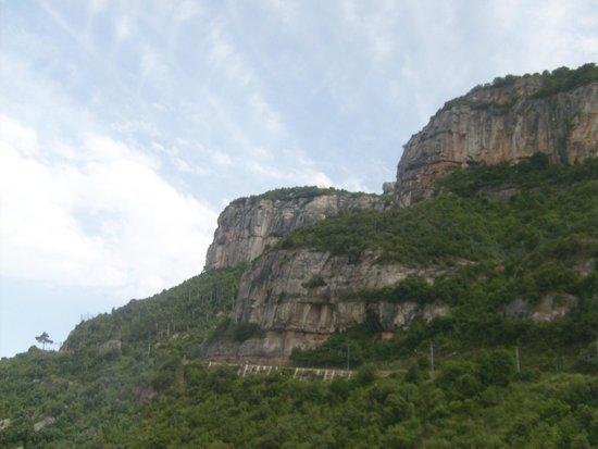 Montserrat Monastery: Величие гор