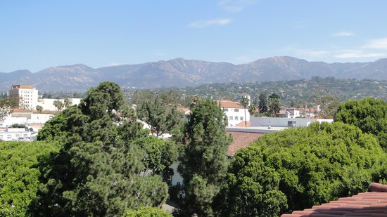 Kimpton Canary Hotel: Looking across Santa Barbara from the rooftop area