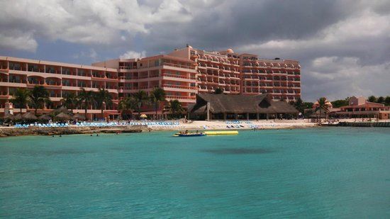 El Cozumeleño Beach Resort: view of hotel from long pier