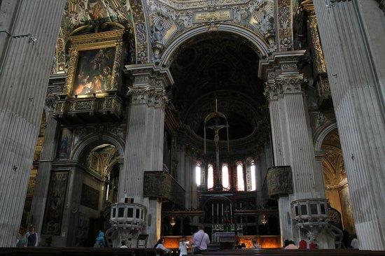 Basilica di Santa Maria Maggiore: Interior