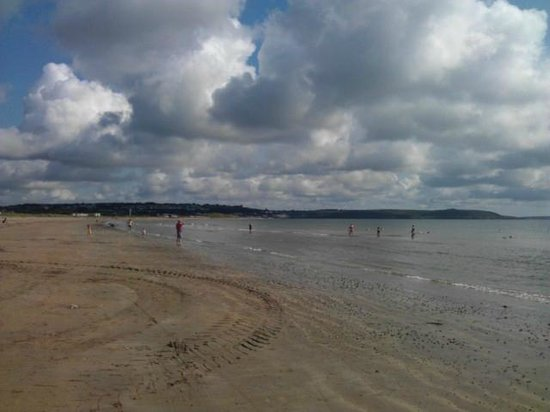 Quality Hotel & Leisure Center Youghal: Redbarn beach - right outside the hotel