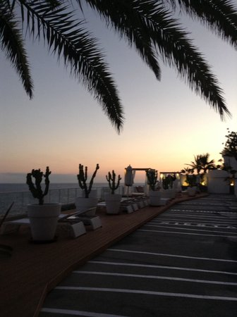 Marina Bayview : Sun terrace at dusk