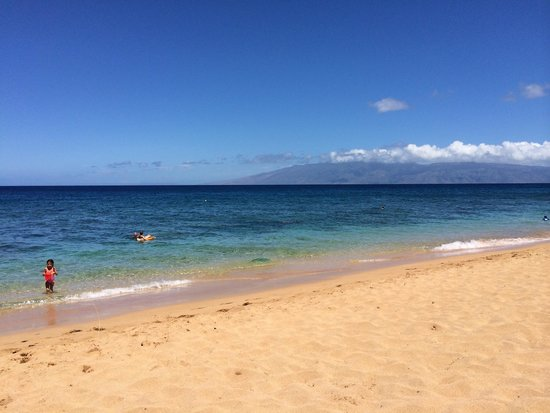 The Westin Kaanapali Ocean Resort Villas: Tan sandy beach with clear water, great for snorkeling and paddle boarding.