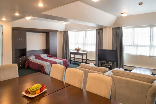 Bay Plaza Hotel: Suite