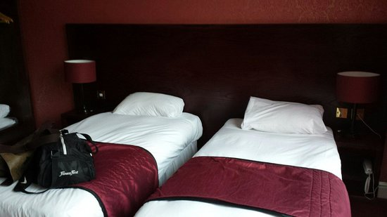 The Briar Rose Hotel: Twin beds moved a bit