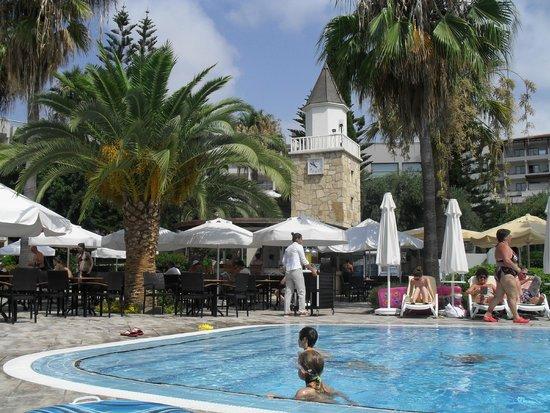 Barut Hemera: Pool bar