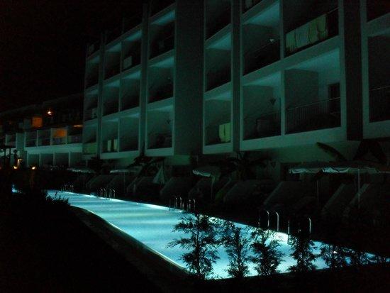 Barut Hemera: Night time swim up pools