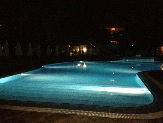Barut Hemera: Night time walk in pool