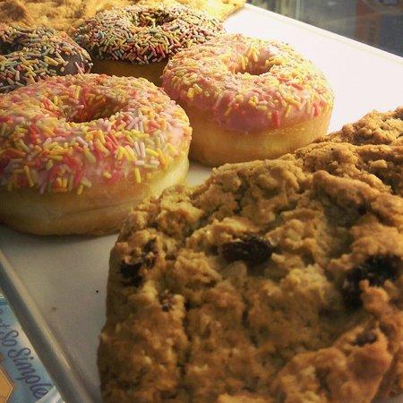 Kahawa Cafe: Cookies and donuts