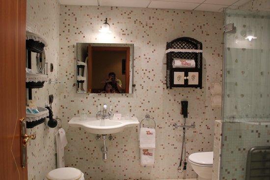 Hotel La Llave de la Jurderia: con ducha a ras de suelo