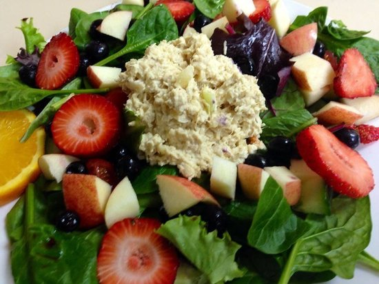 The Courtyard Restaurant: Apple Berry Salad