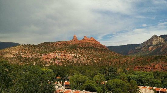 The Orchards Inn of Sedona: Sedona red rock from balcony at Orchards Inn