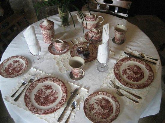 Auberge J.A. Moisan: Breakfast in the sun room