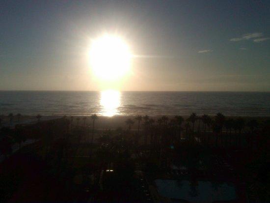 Isla Grand Beach Resort: Breathtaking sunrises!