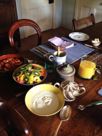 Ard Daraich: Breakfast Table