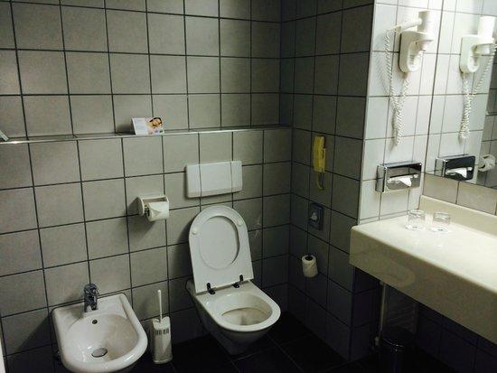 Holiday Inn Budapest-Budaors : bath room