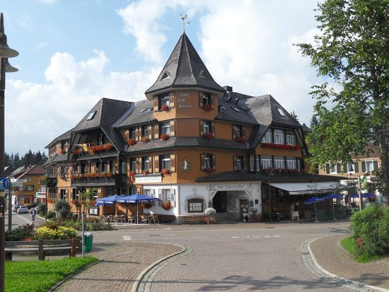 Hotel Schwarzwaldhof: View of Hotel from the Street
