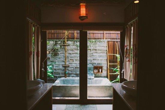 Hoi An Chic Hotel: Outdoor Bathtub