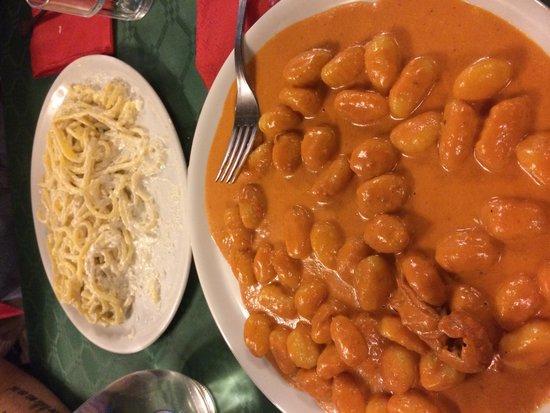 Antica Taverna Pia da Bobbo : Cacio, pepe e ricotta e gnocchi alla crema di scampi