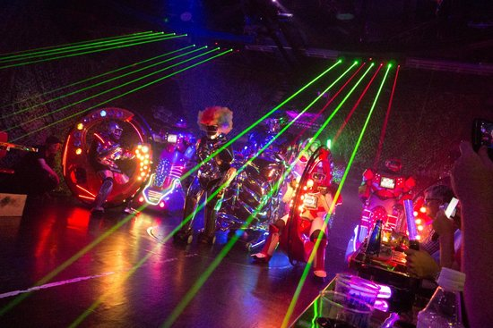Robot Restaurant : Robot and lasers!