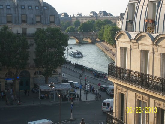 Hotel Albe Saint Michel: view of Seine from room 642