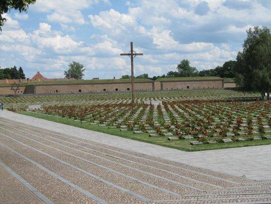 Terezin Memorial: Cemetary