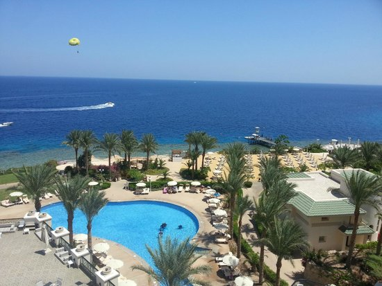 Savoy Sharm El Sheikh: the pool and the beach