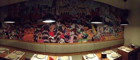 Yes! Lisbon Hostel : Murales nella stanza comune