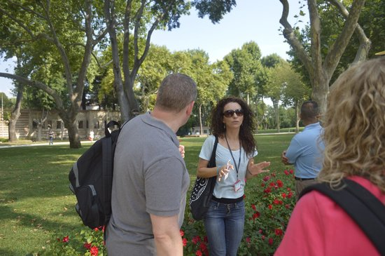 Daily Istanbul Tours: Palace gardens. Our tour guide was excellent. Thank you