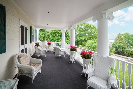 Harbour View Inn: Chateau LaFramboise porch