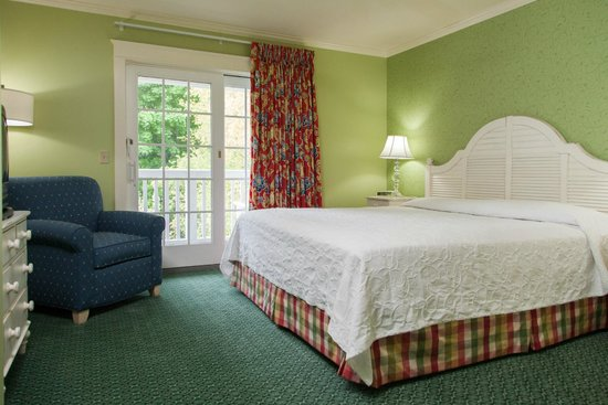 Harbour View Inn: Carriage House Room - Garden View with balcony