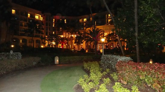 Wyndham Grand Rio Mar Beach Resort & Spa: view from outdoors at night