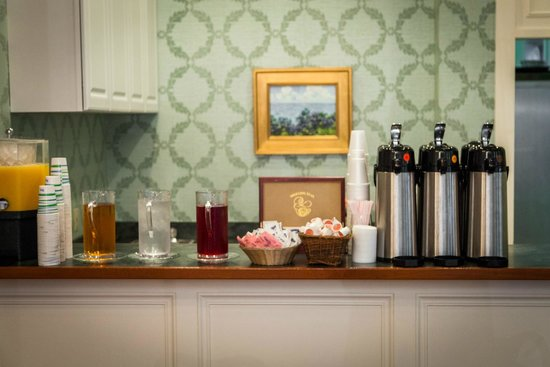 Harbour View Inn: Complimentary continental breakfast beverages