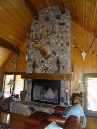 Cherry Creek Lodge : Inside the Lodge