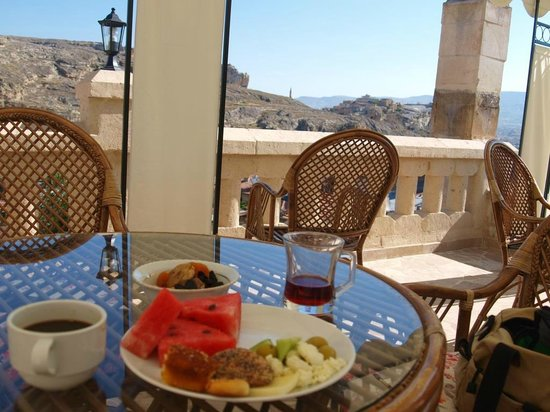 Dedeli Konak Cave Hotel: Breakfast at the terrace