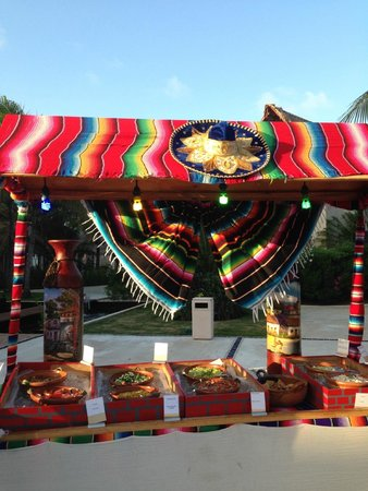 Excellence Riviera Cancun: Mexican fiesta night - beautiful set up