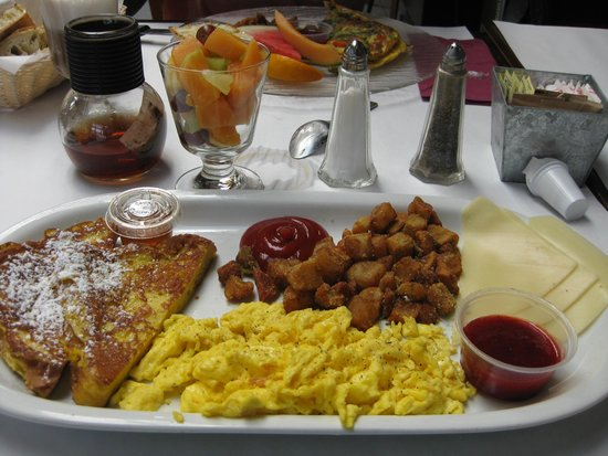 L'Accent : French toast and eggs