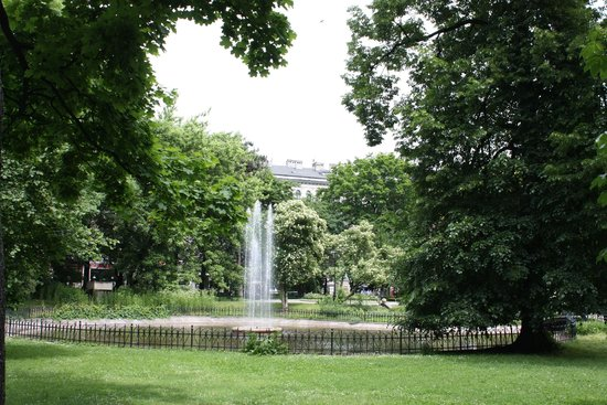 Planty Park : A Relaxing fountain during one of our walks