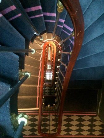 La Maison Favart: Cool spiral stairs (have elevator too)