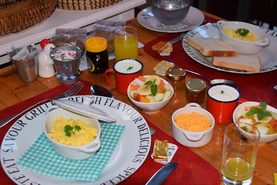 Earthbound B&B: Lovely piping hot breakfast on a cold morning