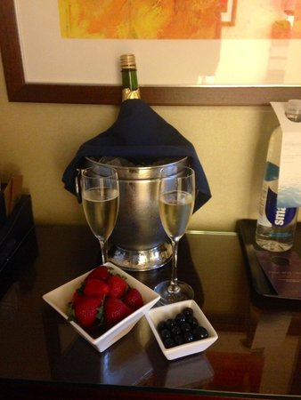 The Westin Denver Downtown: Wine and Strawberries