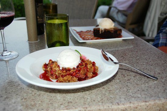 The Bluff Restaurant at Friday Harbor House: Rhubarb Crisp à la Mode