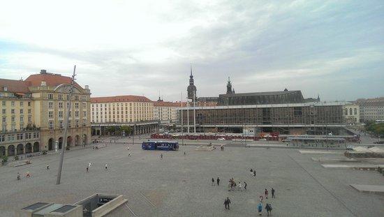 NH Collection Dresden Altmarkt: Blick auf den Altmarkt