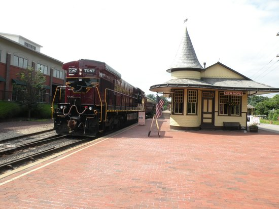 New Hope & Ivyland Railroad: Nice station