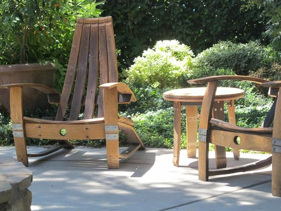 Harney Lane Winery: Relaxing Furniture From Barrel Staves