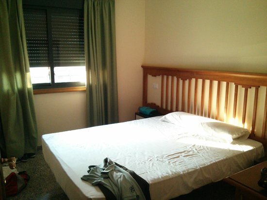 Apartamentos NuriaSol: habitacion