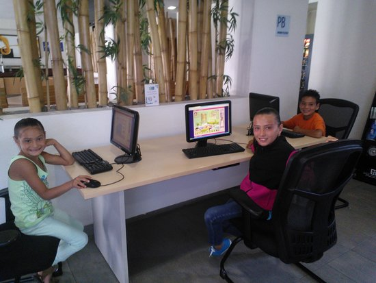 Holiday Inn Express Guadalajara Expo: Usando el área de internet