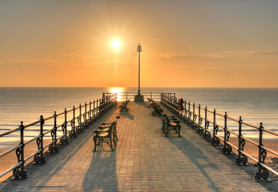 Swanage Bay View: Early morning sunrise, the view off the small pier