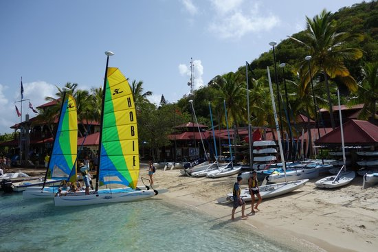 Bitter End Yacht Club: The beach in front of the main building
