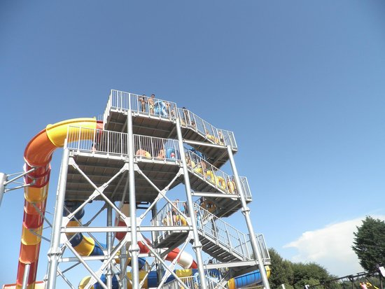Sol a Gogo : Water park - 15 minutes cycle away - just one of many many slides